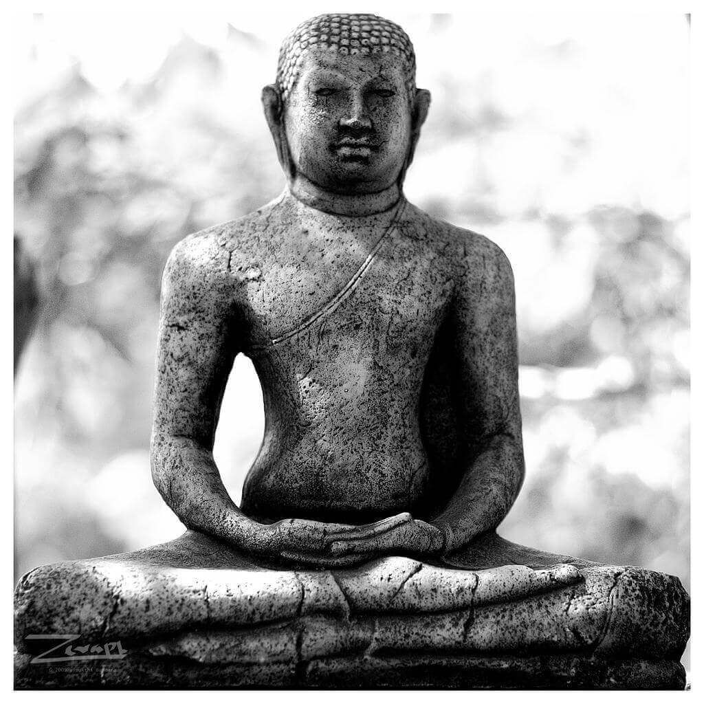 Статуя Будды в находящегося в самадхи