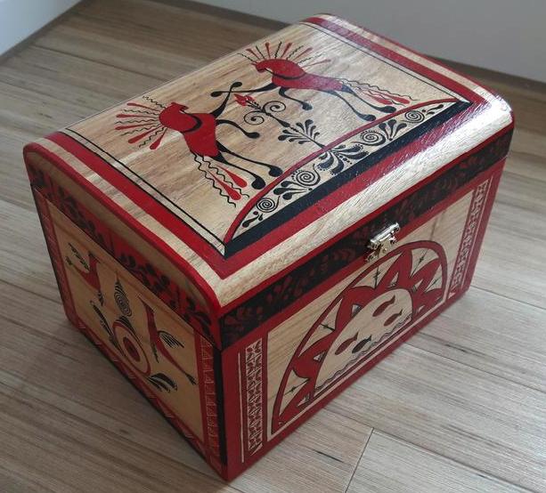 Шкатулка с мезенской росписью